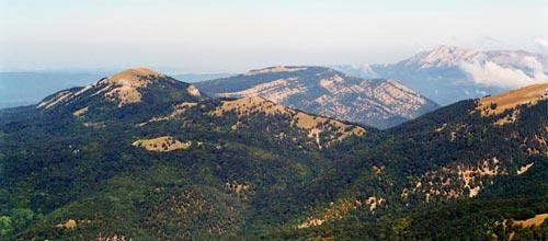 Вид с Роман-Коша на Чучельский перевал, Большую и малую Чучели, гору Черную, Эклизи-Бурун