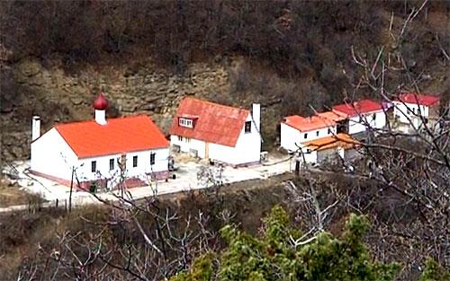 Вид на Кизилташский монастырь